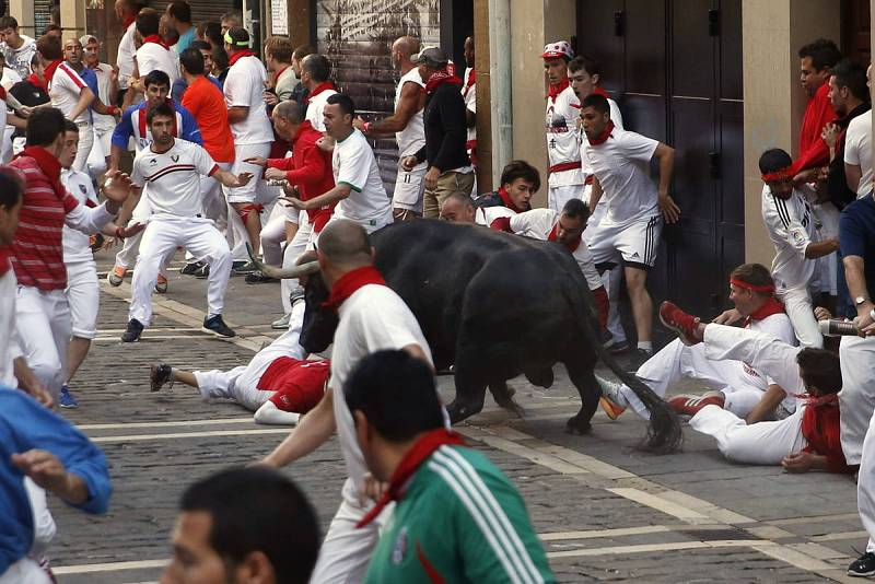 Un toro adelantado ha sembrado el peligro en la carrera