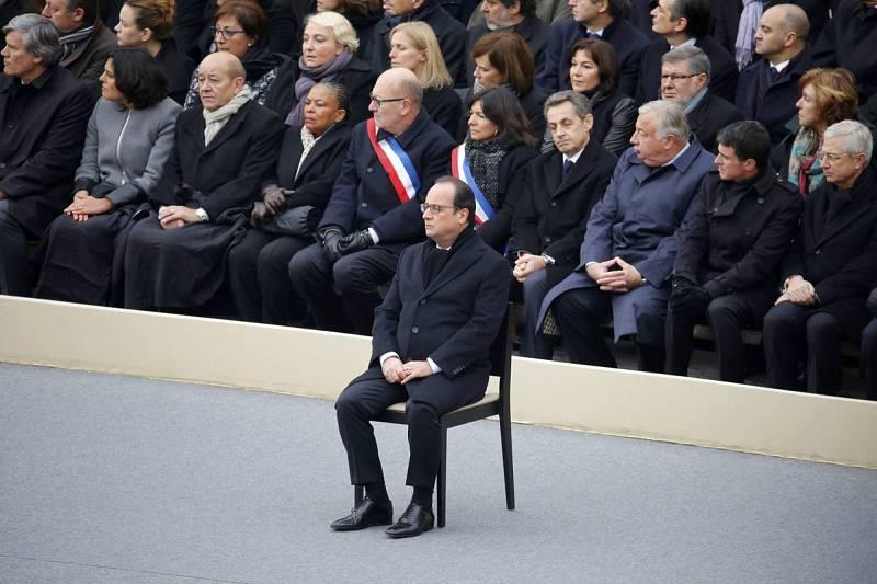 El homenaje tiene lugar en el palacio de Los Invalidos
