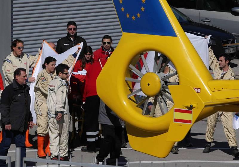 Alonso tuvo que ser trasladado al hospital en helicóptero tras su accidente en Barcelona.