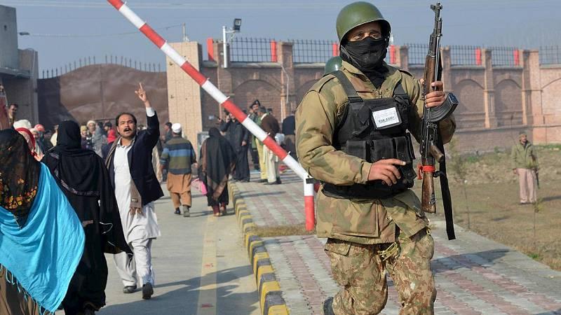 Al menos 21 personas han muerto en el ataque armado a la universidad de Bacha Jan, en Charsadda, al norte de Pakistán. AFP PHOTO / A MAJEED