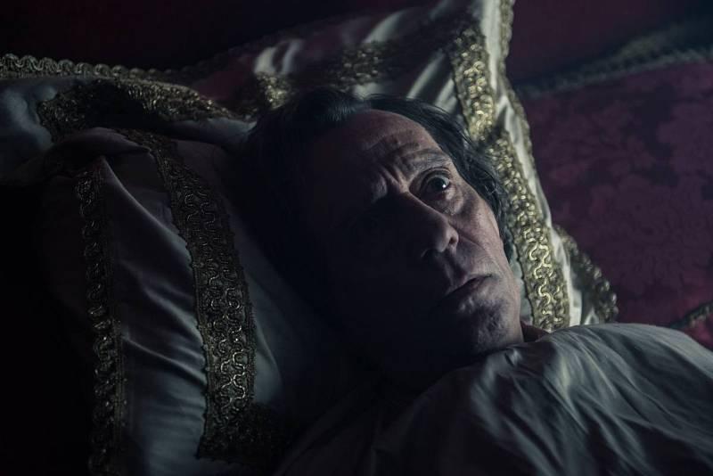 Felipe V intenta dormir en su habitación del Alcázar de Madrid