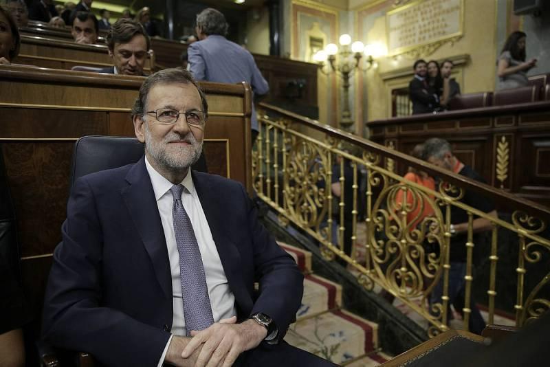 El presidente del Gobierno en funciones, Mariano Rajoy,en su escaño al inicio del debate de su investidura.