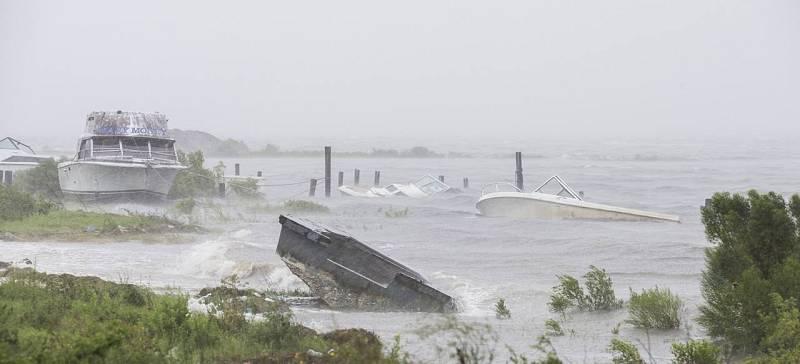 Varios barcos afectados por el fuerte huracán
