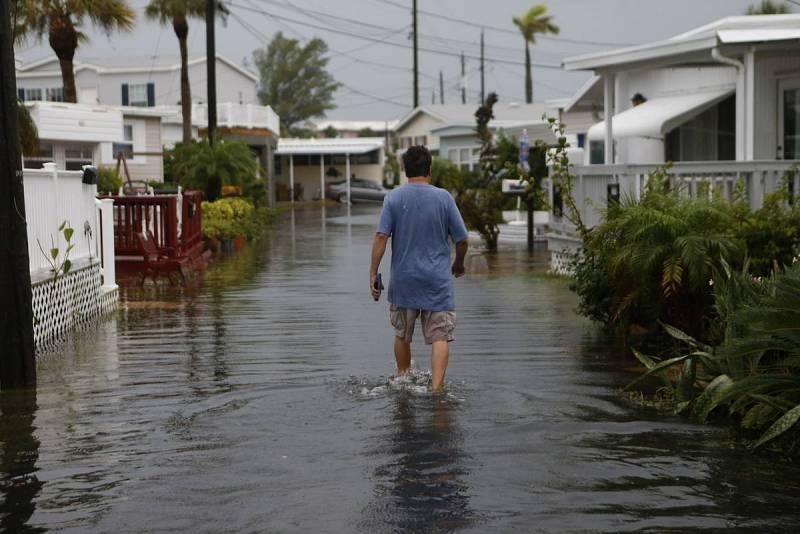 Inundaciones en la playa de Holmes Beach, en Florida