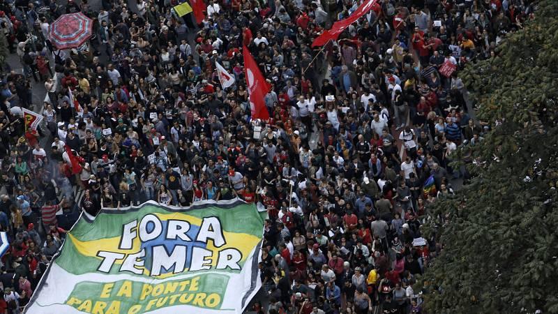 Continúan las protestas de los partidarios de la expresidenta de Brasil, Dilma Rousseff
