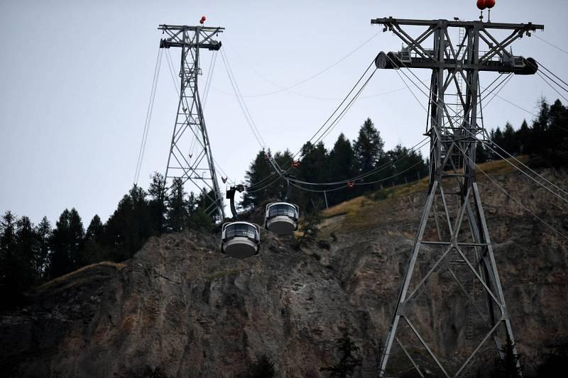 Evacúan en helicóptero a 110 personas del teleférico averiado del Mont Blanc