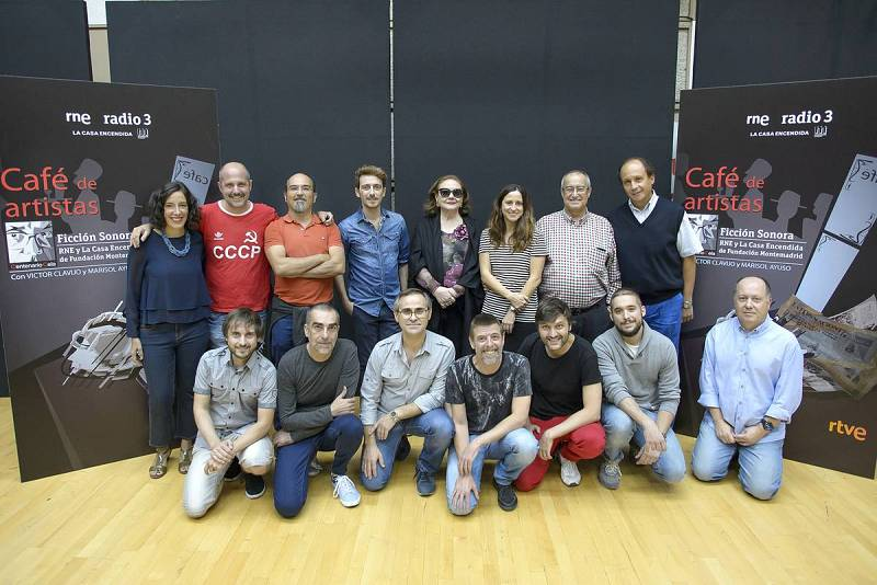 Foto de familia de 'Café de Artistas'.