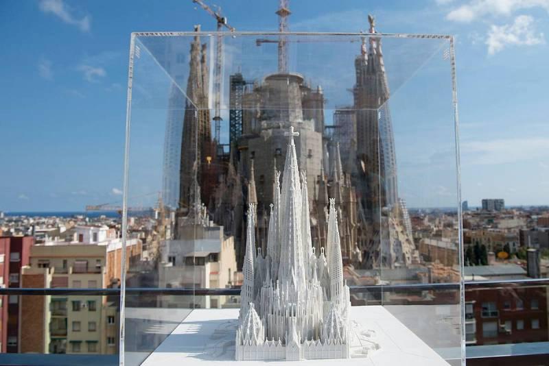 Comienza la construcción de la torre principal de la Sagrada Familia