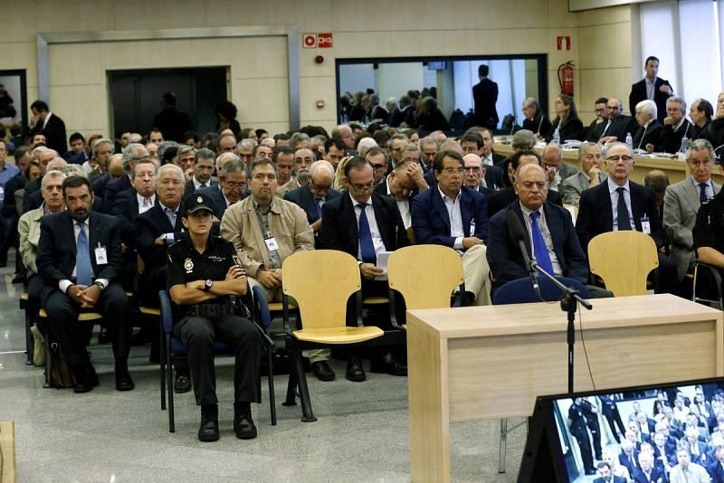 Los acusados de usar las tarjetas 'black' de Caja Madrid se sientan en el banquillo