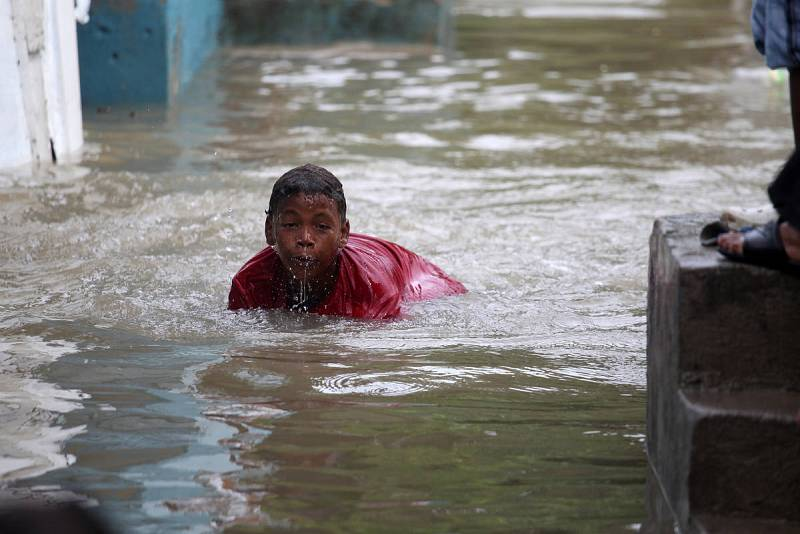 Tres muertos y 18.000 desplazados en República Dominicana