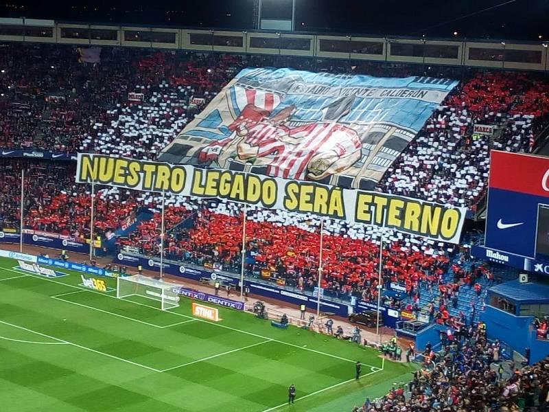 """""""Nuestro legado será eterno"""", lema del tifo que ha mostrado el Atlético en su grada."""