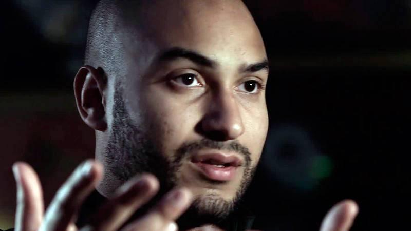 Un joven rapero francés de origen magrebí, que vive en los barrios de la periferia de París