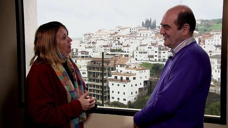 Nuestra guionista Ana G. Wonham con Bartolomé Guerra, alcalde de Tolox