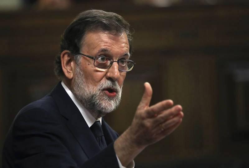 Rajoy sube a la tribuna a responder a la diputada de Unidos Podemos