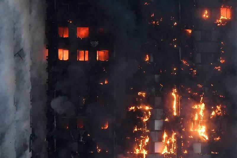 Las llamas envuelven la Torre Grenfell, en el distrito de Kensington. Las causas del incendio no están claras.