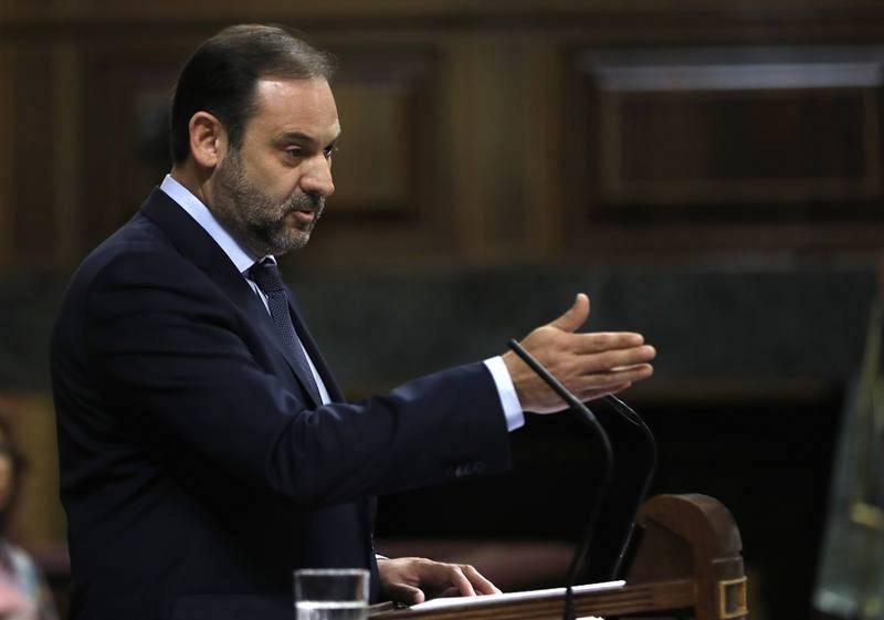 Ábalos interviene por primera vez como portavoz del PSOE