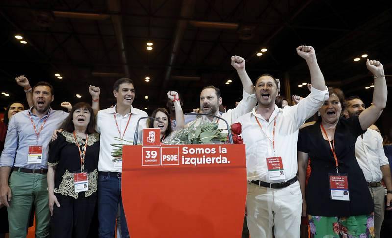 Miembros de la nueva Ejecutiva del PSOE durante la clausura del Congreso Federal del PSOE