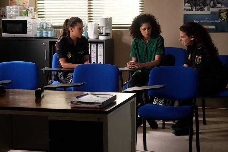 Lola y Espe ayudan a Salima