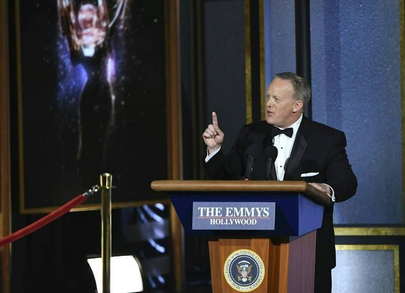 Sean Spicer sorprende a la audiencia