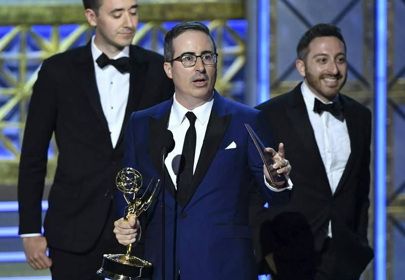 El británico John Oliver recoge su Emmy