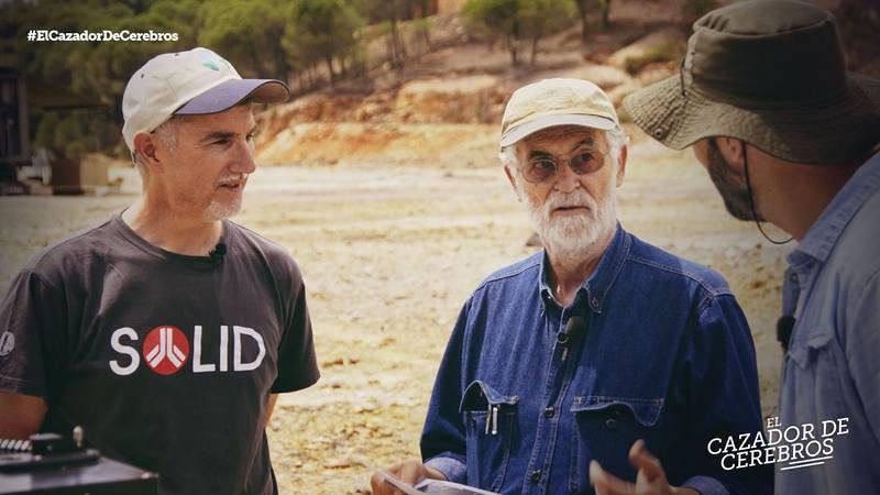 Pere Estupinyà, con el investigador Ricardo Amils, especialista en los microrganismos del Rio Tinto, en Huelva