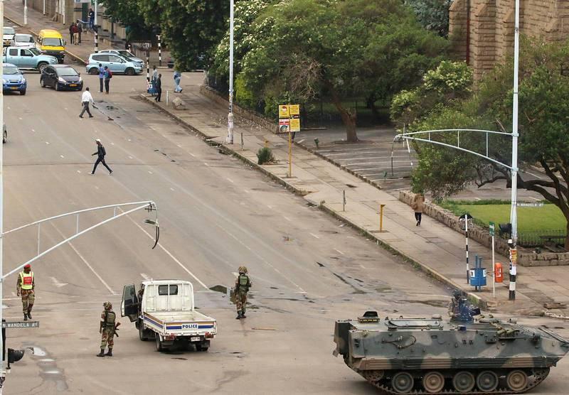 Soldados en las calles de Harare