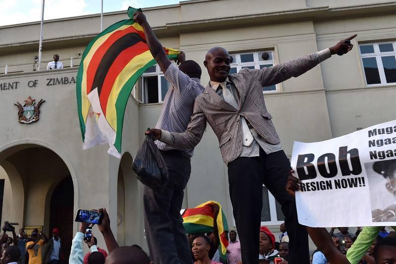 Gritos de alegría y bocinas de coche inundan la capital con banderas del país
