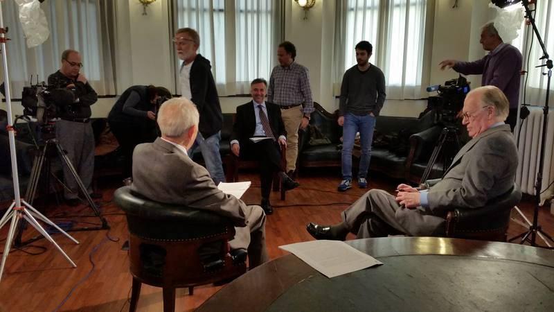 El equipo prepara una entrevista con motivo de los 40 años de la Constitución Española