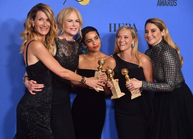 Las actrices Laura Dern, Nicole Kidman, Zoe Kravitz, Reese Witherspoon y Shailene Woodley posan con tres de los cuatro premios logrados por 'Big Little Lies' en la gala
