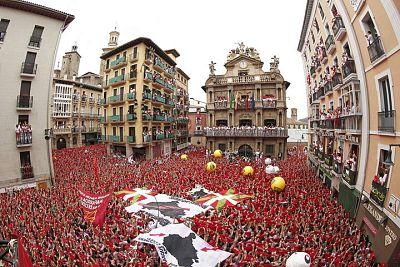 CHUPINAZO Inicio de Fiestas Pamplona 2015 - San Fermin - Sanfermines - Gracias  a Navarra Televisión