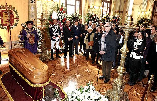 Más de 14.000 personas despiden a Miguel Delibes