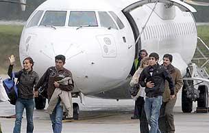 Los 16 marineros españoles del Alakrana ya están en casa, tras 47 días de pesadilla.