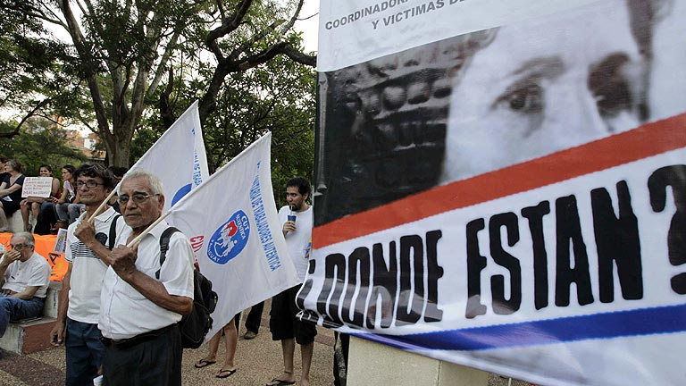 Paraguay celebra los 25 años de democracia y recuerda a las víctimas de Stroessner