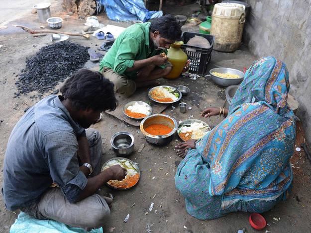 El 37% de los adultos en India están al borde de la malnutrición.