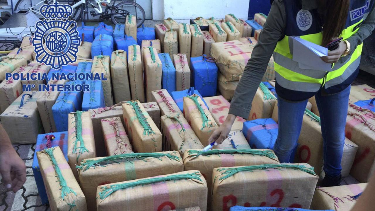 Incautados kilos de hach s y detenidas 25 personas - Policia nacional cadiz ...