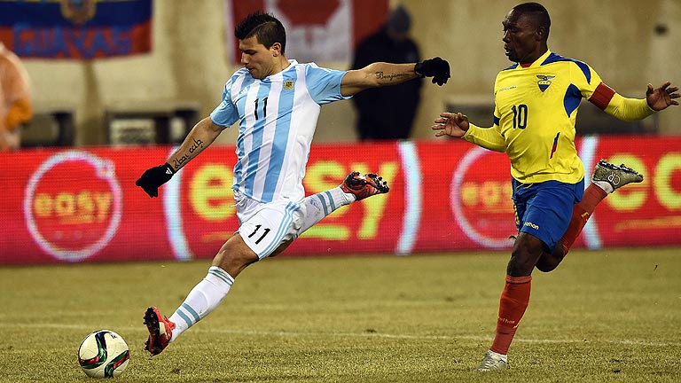 Agüero y Pastore resuelven sin Messi