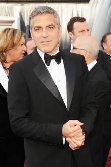 George Clooney en la alfombra roja de los Oscar 2012.