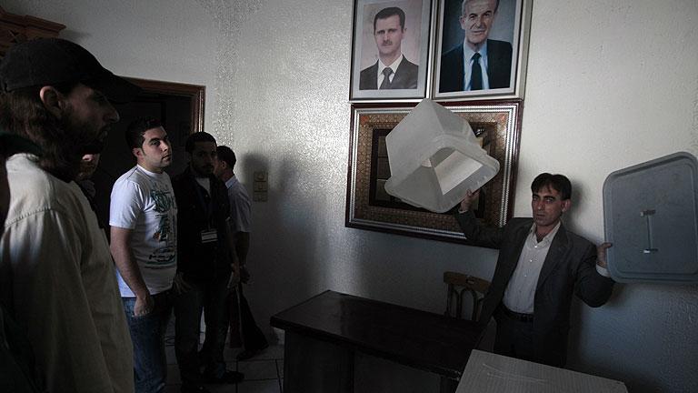 Abren los colegios electorales en Siria para elegir un nuevo Parlamento