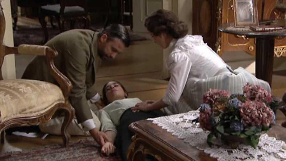 Adriana se pone en cuatro con el hijo de su jefe - 1 part 7