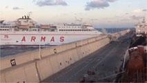 Un accidente de ferry en Las Palmas causa un vertido de 3 Km y activa la alerta por contaminación