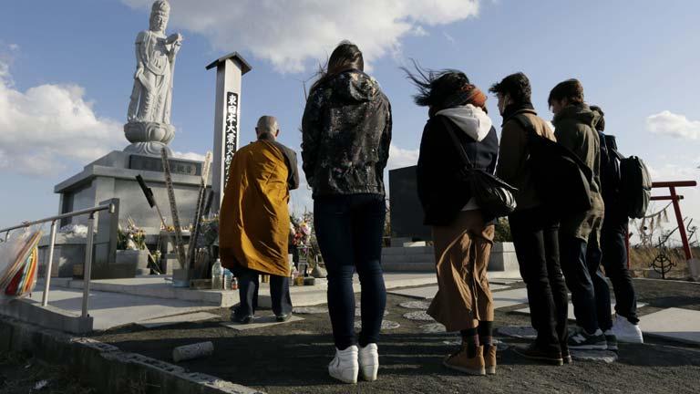Japón evoca la tragedia de 2011 bajo la sombra de los evacuados y Fukushima