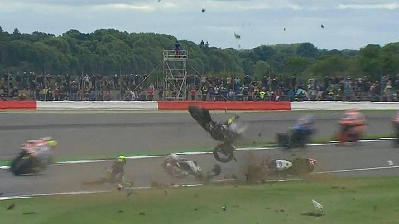 Accidente de Pol Espargaró y Loris Baz en Silverstone