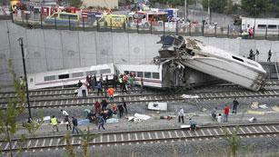 Varios muertos y al menos 50 heridos por el descarrilamiento de un tren cerca de Santiago