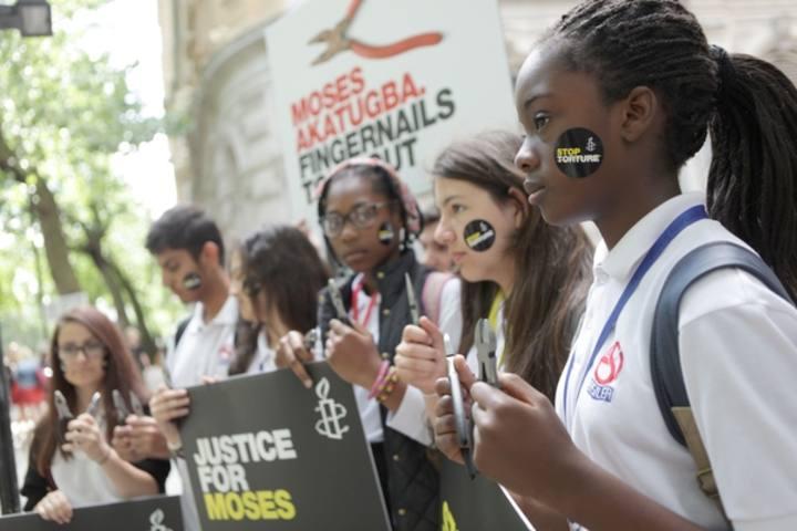 Acto contra la tortura de Amnistía Internacional en Nigeria