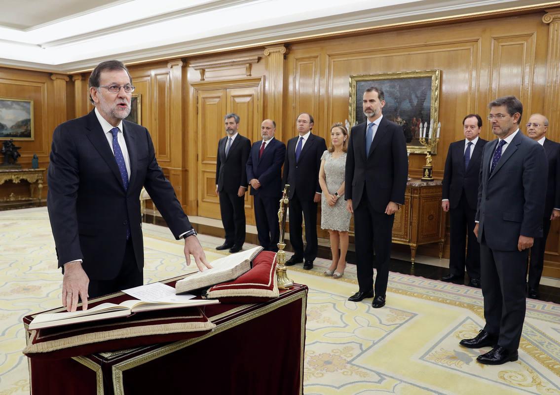 Resultado de imagen de Rajoy jura ante el Rey