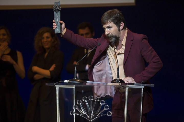 El actor Antonio de la Torre, tras recibir el Premio Málaga durante el acto del Festival de Cine Español celebrado en la capital andaluza.