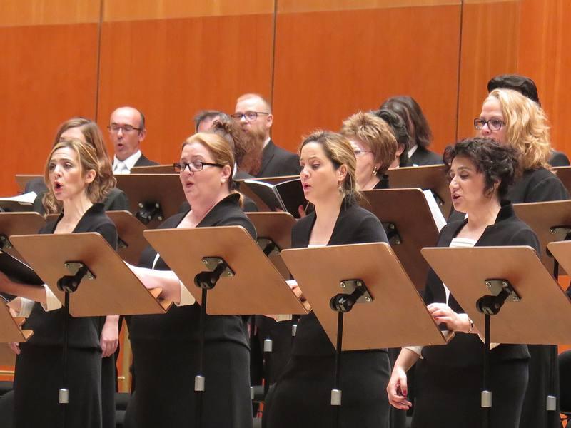 Actuación del Coro RTVE, dirigido por Javier Corcuera, en el Teatro Monumental de Madrid