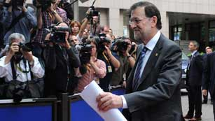 El Gobierno español afirma que el euro ha salido fortalecido de la reunión en Bruselas