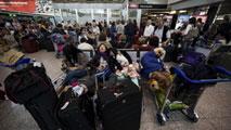 Ir al VideoEl aeropuerto de Roma reanuda los vuelos después de permanecer cerrado varias horas por un incendio