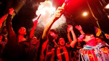 Ir al VideoLa afición azulgrana celebra la 29ª Copa en Canaletas